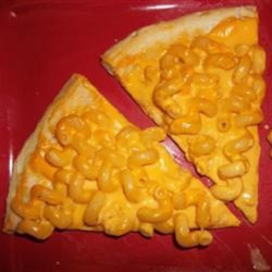 Easy Mac and Cheese Pizza Recipe - This quick and easy macaroni and cheese pizza combines the greatness of pizza with the cheesy goodness of mac and cheese.