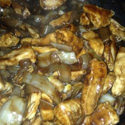 Skillet Balsamic Chicken Recipe - Flavored vinegars tenderize the chicken while imparting a distinctive muskiness.  Oregano intensifies the effect in this chicken and onion saute with balsamic gravy.