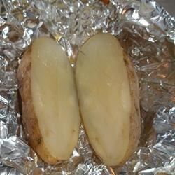 Foil Potatoes Recipe - Easy potatoes with only five minutes of prep time. These turn out full of flavor and not dry at all.