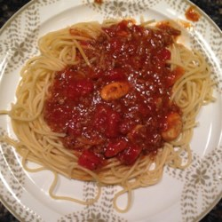Spaghetti Bolognese Recipe - This is a simple recipe for a delicious meal of spaghetti and meat sauce using canned tomato soup and diced tomatoes, along with Worcestershire sauce, lemon juice, and vanilla extract. You have to try it!