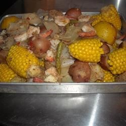Good Ole' Southern Frogmore Stew Recipe - This is comfort food for any true Southerner. Includes shrimp, potatoes, fresh corn and smoked sausage.