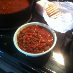 Ed's Chili Supper Chili Recipe - This vintage chili recipe with ground beef, chili beans, and canned tomatoes goes back to the chili-supper events held in schools back in the 1950's.
