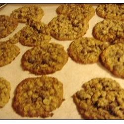 Best Oatmeal Cookies Recipe - An oatmeal cookie with raisins and walnuts, spiced with a little cinnamon.
