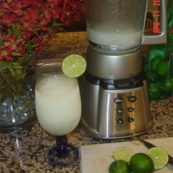 Frozen Lime Daiquiri Recipe - This is an easy way to make daiquiris using lime concentrate, rum and ice cubes.