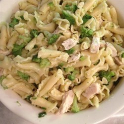 Steph's Summer Salad Recipe - Succulent chicken breast chunks and penne pasta tossed with broccoli and green onions.
