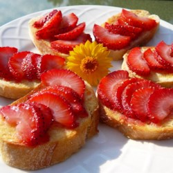 Strawberry Bruschetta Recipe - This is a delicious variation of the popular tomato based appetizer. The strawberries are warm and sweet and the sugar is caramelized and crunchy! Your guests will love it!