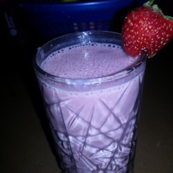 Healthy Strawberry Smoothie Recipe - This strawberry smoothie made with oats, yogurt, and banana is a great on-the-go meal made with a Nutribullet(R) or blender.