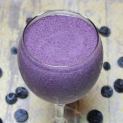 Almond Butter and Blueberry Smoothie Recipe - This hearty almond butter and blueberry smoothie is packed with protein thanks to protein powder and chia seeds added to the mix.