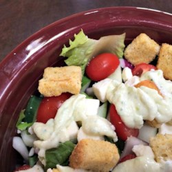 American-Style Creamy Greek Dressing Recipe - This American-style creamy dressing with cucumber and feta cheese blended with sour cream and olive oil was created for a Greek salad.