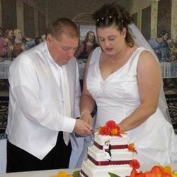 Cuttin' the cake!