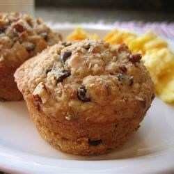 Oatmeal Chocolate Chip Muffins Recipe - This hearty breakfast muffin recipes packs chocolate chips and pecans into an oatmeal muffin for extra deliciousness.