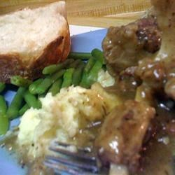 Oxtails and gravy with mashed potatoes, string beans and sour dough bread