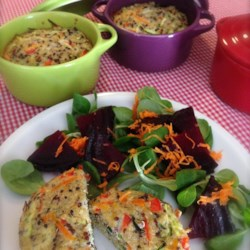 Quinoa Muffins Recipe - These high-protein, low-carb, savory breakfast muffins with quinoa, vegetables, and cheese can be served either hot or cold.