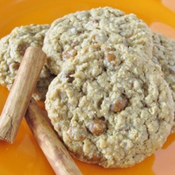 Oatmeal Cinnamon Cookies Recipe - Oatmeal cinnamon cookies just like mom used to make are quick and easy to prepare. Serve with a cold glass of milk.
