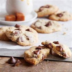 NESTLE(R) TOLL HOUSE(R) Caramel Filled DelightFulls(TM) Chocolate Chip Cookies Recipe - America's favorite chocolate chip cookie recipe gets a bit dressed up with the lusciousness of Caramel Filled DelightFulls.