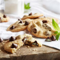 NESTLE(R) TOLL HOUSE(R) Mint Filled DelightFulls(TM) Chocolate Chip Cookies Recipe - America's favorite chocolate chip cookie recipe gets a burst of refreshment with Mint Filled DelightFulls.
