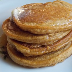 Easy Pumpkin Pancakes Recipe - Thanksgiving breakfast gets the royal treatment with this delicious recipe for quick and easy pumpkin pancakes that taste just like pumpkin pie!