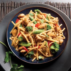 NO YOLKS(R) Asian Vegetables and Chicken in a Spicy Peanut Sauce Recipe - Classic Asian flavors come together for a sweet and spicy family meal made with NO YOLKS(R) Noodles that are always smooth, firm and delicious.
