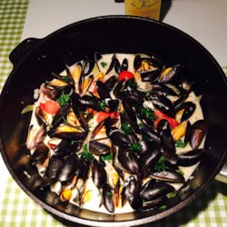 Moules en Sauce Recipe - A simple recipe for mussels typical mussel recipe from the Breton coast in France. Creme fraiche is available in many supermarkets, but if you cannot find it, a mixture of sour cream and Neufchatel cheese will also work.