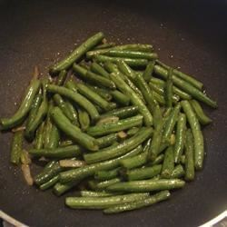 Sauteed String Beans Recipe - Tired of regular or canned string beans? Here's an easy way to flavor up those veggies! Even my string bean hating roommate loves these!
