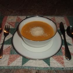 Simple Sweet Potato Soup Recipe - This delicious soup has only 6 ingredients.  It was given to me by my boyfriend's mom who adapted it from another recipe.  It can be as thick or thin as you like, and I like it quite thick. It freezes exceptionally well.