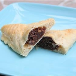 Fig Filling for Pastry Recipe - This recipe is the traditional filling used at Christmas time as a filling for Italian cookies but surely could be used for filling puff pastry. Leftovers can be stored in refrigerator in tightly covered container. This recipe can easily be doubled.
