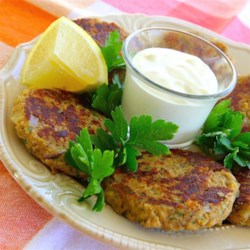 Scrumptious Salmon Cakes Recipe - Salmon cakes can be served as sandwiches or without the bread as a main course. This recipe for homemade patties uses canned salmon.