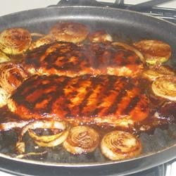 Easy Barbeque Chicken and Red Potatoes Recipe - This is a quick and easy meal all in one! Chicken breasts baked with red potatoes, mushrooms, Vidalia onion and barbeque sauce.