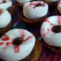 S'more Eyeballs Recipe - With gooey roasted marshmallows, melted chocolate, and a graham cracker crust, s'more eyeballs are the perfect Halloween trick and treat combined; spooky, delicious, quick, and easy!