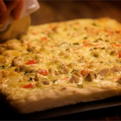 Chicken Alfredo Pizza Recipe - This recipe combines two of my favorites: Chicken Alfredo, and pizza!  My husband even likes this, and he isn't fond of chicken!