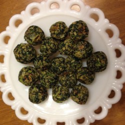 Delicious Herbed Spinach and Kale Balls Recipe - Spinach and kale balls with just enough seasoning are a delicious snack or appetizer that everyone in the family will love.