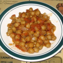 Pakistani Spicy Chickpeas Recipe - Tender cooked chickpeas are simmered lightly with tomatoes, lemon juice and onions in a spicy blend of toasted cumin seeds,  chili powder and lemon pepper. Served warm, this makes a deliciously fragrant appetizer.