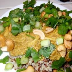 Sweet Thai-Style Chicken Bowl Recipe - This Thai-style chicken bowl has a layer of rice topped with sprouts, cashews, and chicken this is drizzled with a mango curry sauce for a one-dish meal for lunch or dinner.