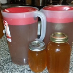 Apple Pie Moonshine Recipe - Stay warm and toasty during the holiday season with a sip of apple pie moonshine after dinner. Give a jar as a holiday gift!