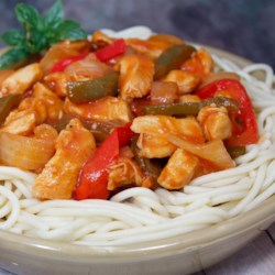 Simple Chicken Cacciatore Recipe - This simple chicken cacciatore preparation consists of chicken pieces baked in a sauce made with bell pepper, onion, ketchup, garlic powder, and vinegar.