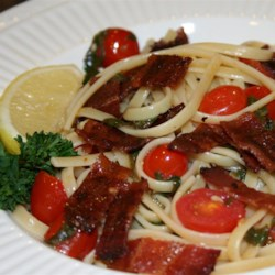 BLT Linguine Recipe - Bacon, spinach, and tomato are tossed with linguine pasta creating a BLT pasta dish that will please all the BLT lovers in your household.