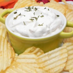 El Rancho Beer Dip Recipe - A creamy dip seasoned with dry ranch dressing mix and beer! It's great for food days at work, tailgate parties, and family get-togethers. Super easy and great with pretzels!