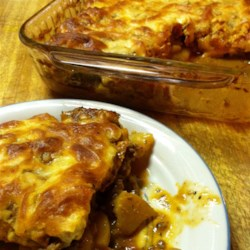 Potato Pizza Casserole Recipe - This is a great recipe for pizza lovers! Everyone will want second helpings. It's a great one-dish meal for the whole family.