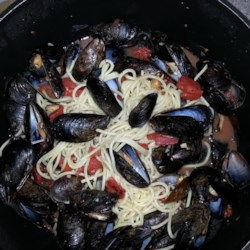 Mussels Marinara di Amore Recipe - Steam fresh mussels in a fragrant, spicy and easy-to-make melange of garlic, tomatoes, oregano, basil, pepper flakes and wine. Buy fresh mussels from a reputable source, and discard any that do not open during steaming.
