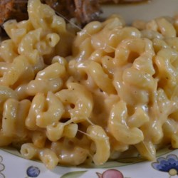 Easy Rice Cooker Mac 'n Cheese Recipe - This rice cooker mac and cheese recipe is quick and easy to prepare and ready in under an hour.