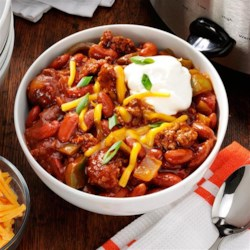 Slow Cooker Game Day Chili Recipe - When it comes to tailgate foods, chili is a classic dish that is perfect for football weather.  Our recipe for a hearty beef chili can be prepared in a slow cooker, meaning that it's easy to prepare, store and transport.  And best of all, with a Reynolds(TM) Slow Cooker liner, cleaning up at your next tailgate will be easier than ever.