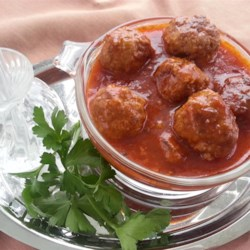 Cocktail Beer Balls Recipe - Cocktail beer meatballs made with ground beef and ground pork, then slow-simmered in a sweet ketchup and beer sauce are the perfect snack to serve during the big game.