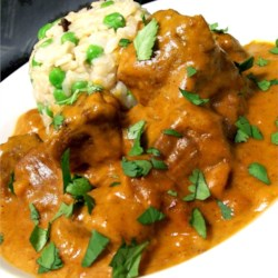 Butter Lamb Gravy Recipe - Lamb is simmered in a spicy tomato curry enriched with cream. This is a very mouthwatering dish that is easy to make. Serve with hot cooked rice or your favorite bread.