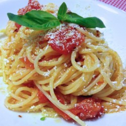 Onion Spaghetti Recipe - Onions make up the bulk of this tomato sauce for spaghetti.
