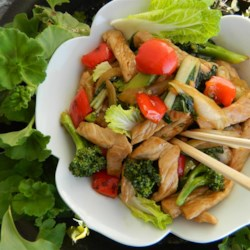 Pork Stir Fry Recipe - This simple and quick pork stir fry recipe calls for ingredients you probably already have on-hand, making dinner tonight a breeze!