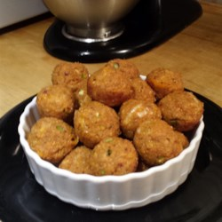 Savory Turkey Sausage Quinoa Bites Recipe - These turkey sausage, quinoa, and cheese snacks are as tasty as they are versatile. Serve as appetizers, snacks, or afternoon treats.