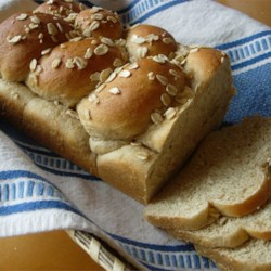 Honey Oatmeal Bread II Recipe - A sweet and delicate oatmeal bread topped with rolled oats.