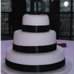 Bride's Cake Recipe - This is a  three-tiered  white wedding cake.  It is practical and good.