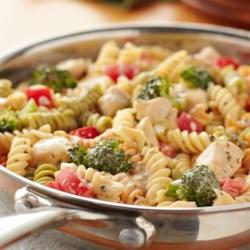 VELVEETA(R) Easy Chicken Primavera Recipe - Chicken? Check. VELVEETA? Yup! Veggies? They're here too. Bonus: This simple skillet meal can be ready in just 30 minutes!