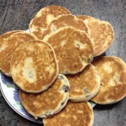 Welsh Tea Cakes Recipe - If you are looking for a raisin cookie with a spice taste without the oatmeal, this Welsh recipe is for you.
